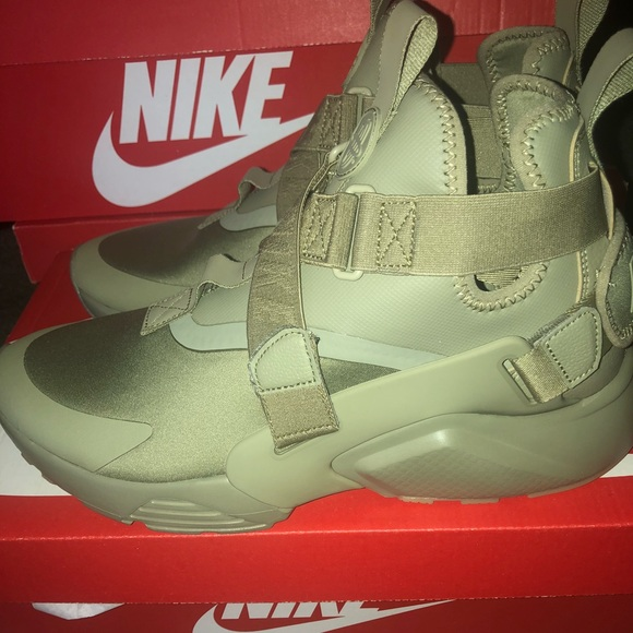 10dca73e4a0b 🆕🔥👟Nike Air Huarache City  Olive Green